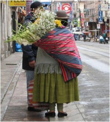 cholita-pacena-con-aguayo